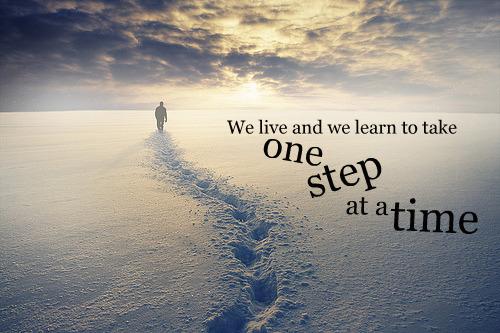 Nós Vivemos E Aprendemos A Dar Um Passo De Cada Vez